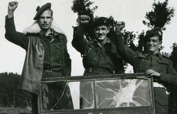 Hamish Henderson, on left, with comrades on campaign in Italy